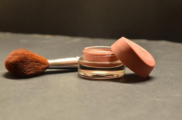kosmetyki - pędzel i podkład